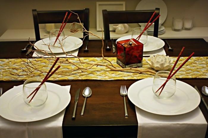 Tischdeko-asiatisch-mit-rotem-Essstäbchen