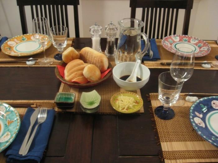 Tischdeko-asiatisch-wäre-ohne-die-Brötchen-besser