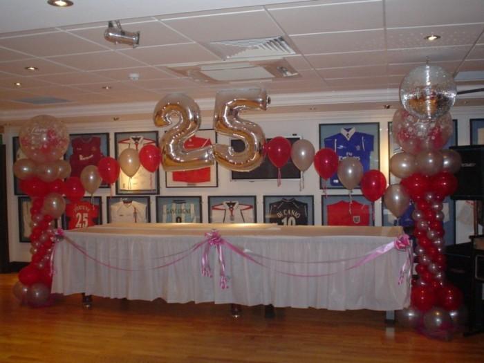 Tischdeko-für-Silberhochzeit-bunte-Ballonen