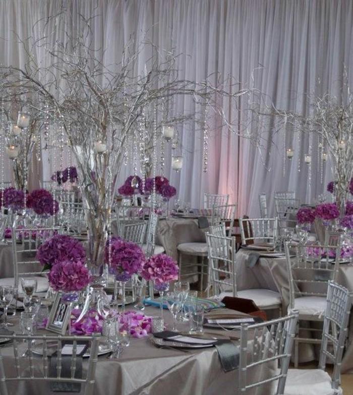 Tischdeko-für-Silberhochzeit-einen-silbernen-Baum