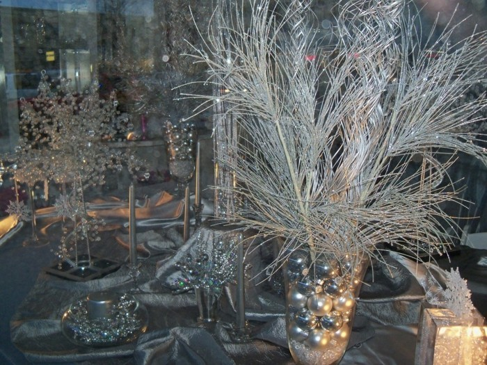 Tischdeko-für-Silberhochzeit-silberne-Zweige