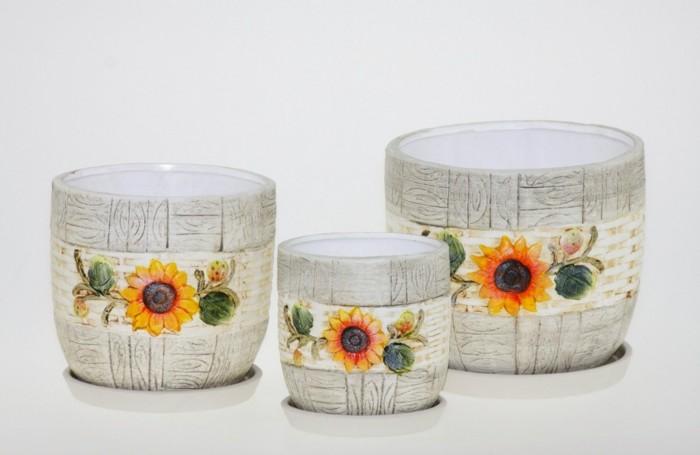 Tischdeko-mit-Sonnenblumen-auf-Keramik
