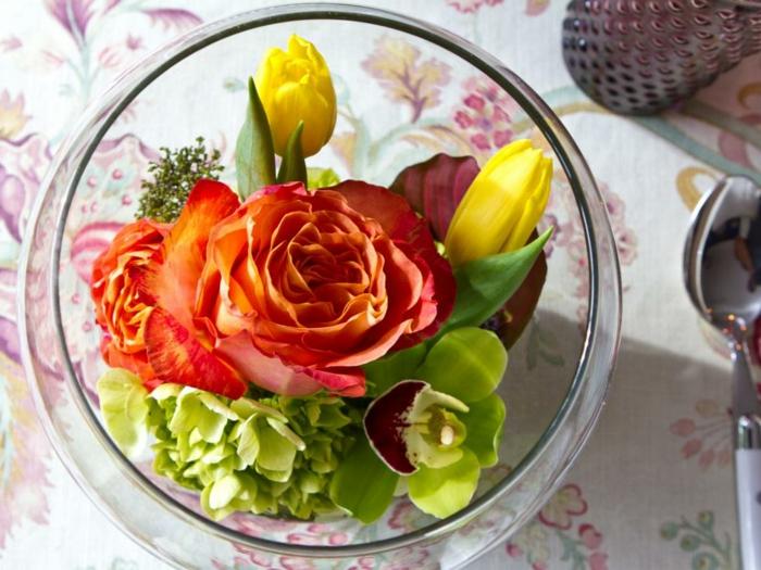 außergewöhnliche-Tischdeko-eine-seltene-Kombination-aus-Blumen