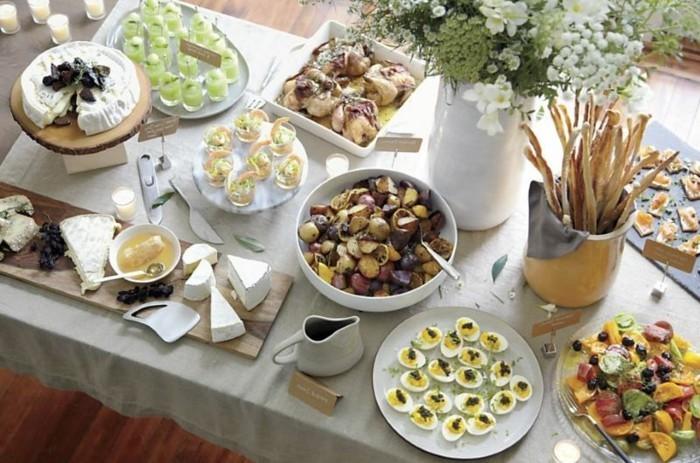 außergewöhnliche-Tischdeko-viele-leckeren-Speise