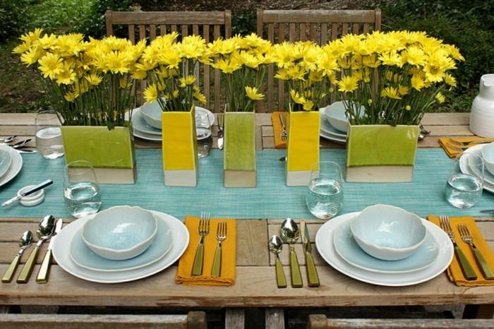 ausgefallene-Tischdeko-Hochzeit-gelbe-Blumen