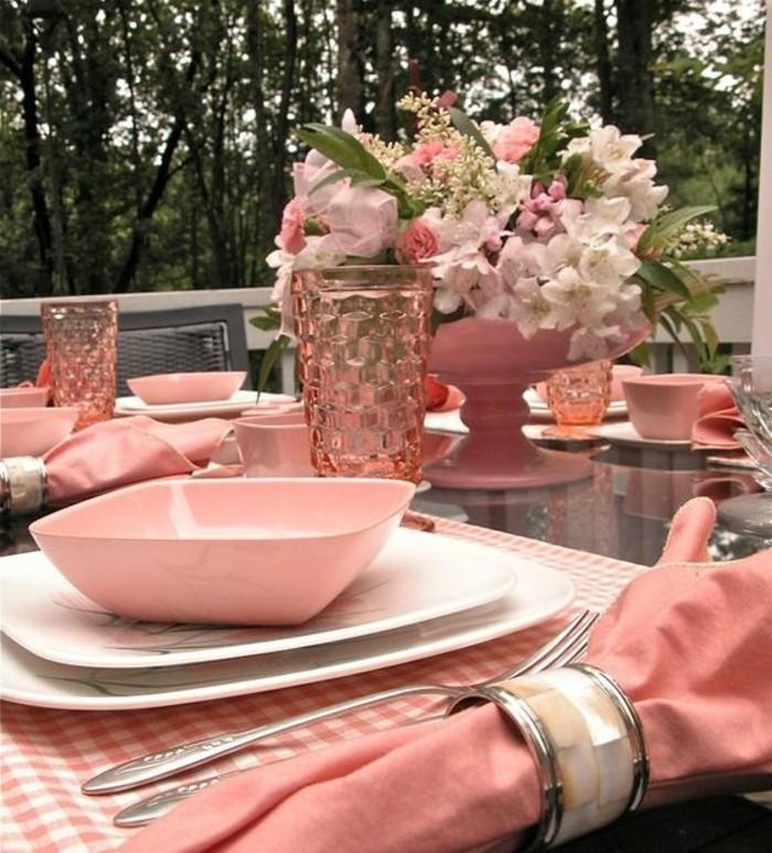 ausgefallene-Tischdeko-Hochzeit-in-rosa-Farbe