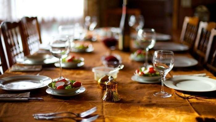 ausgefallene-Tischdeko-Hochzeit-mit-einer-Glocke