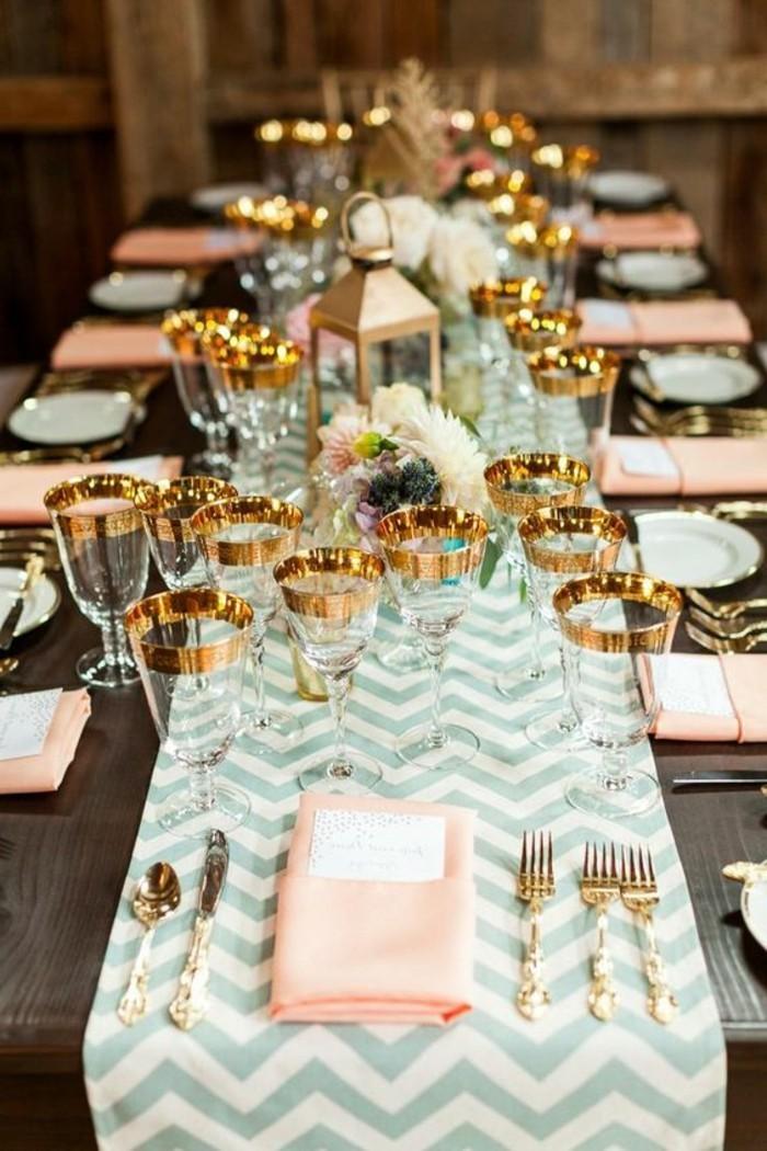 ausgefallene-Tischdeko-Hochzeit-mit-goldenen-Elementen
