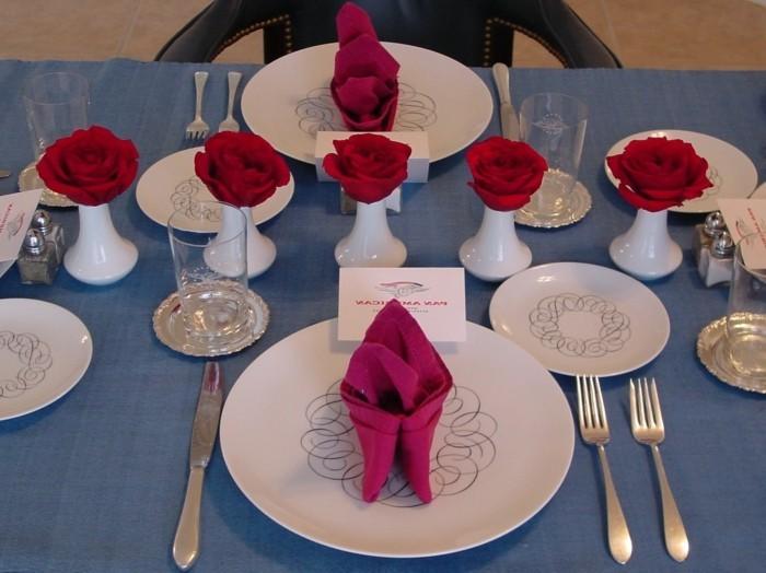 ausgefallene-Tischdeko-Rosen-aus-Servietten