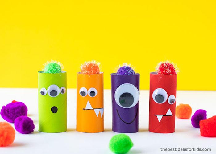 Bastelideen für Halloween, DIY Monster aus Klopapierrollen und Bommeln mit Wackelaugen