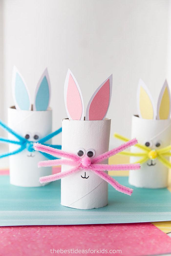 Bastelideen für Ostern mit Kindern, Osterhasen aus Klorollen mit Schnurrhaaren aus Pfeifenreiniger, Wackelaugen und Ohren aus Papier
