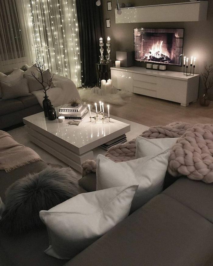 romantische Gestaltung mit kleine Lichter, kuschelige Decke, kleines Wohnzimmer einrichten