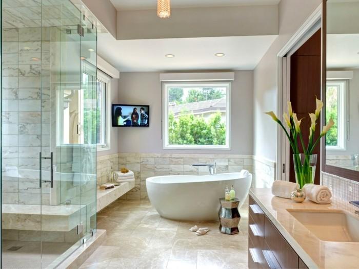 hellfarbiges-schönes-badezimmer-im-mediterranen-stil