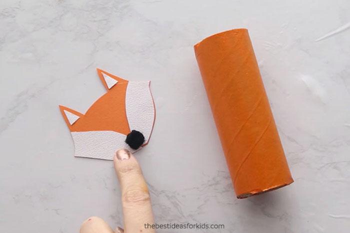 Fuchs selber basteln aus Klorolle und Karton, orange bestreichen, Kopf aus Karton ausschneiden