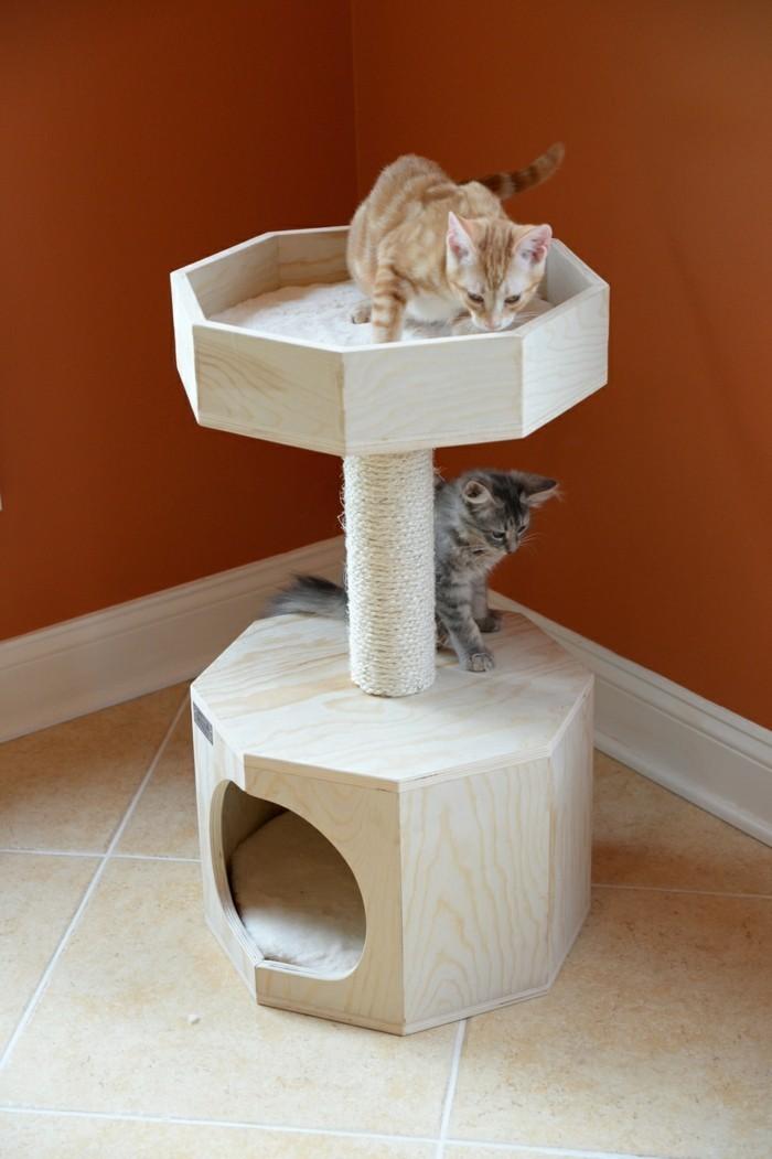 katzenbaum selber machen katze mit kratzbaum naturholz. Black Bedroom Furniture Sets. Home Design Ideas