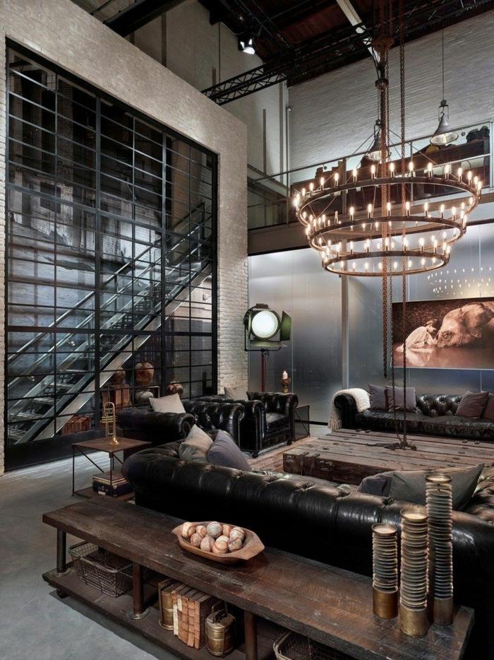 Luxuriös und industrial gestaltenes Wohnzimmer, Kronleuchter, Kommode aus Holz, moderne Wohnzimmermöbel