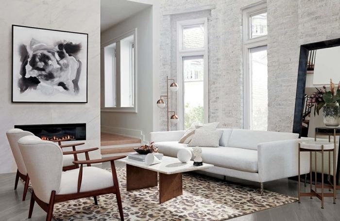 industrialer Stil, simple Gestaltung, Ziegelsteinmauer, Kamin, Wohnzimmereinrichtungen, Teppich mit Tiermuster