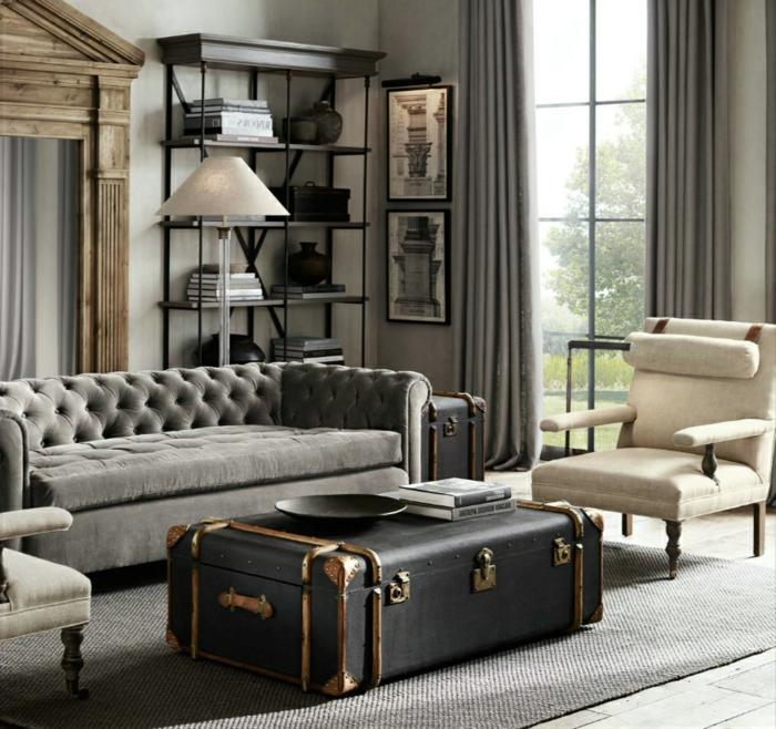 Einrichtungsidee mit retro Details, Tisch aus einem alten Koffer, Sessel in beige, Wohnzimmer einrichten beispiele