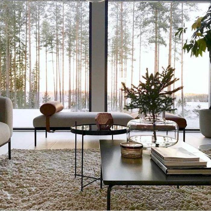 Luxus Einrichtung, moderne und schlichte Möbel, große Fenster, Wohnzimmer einrichten modern