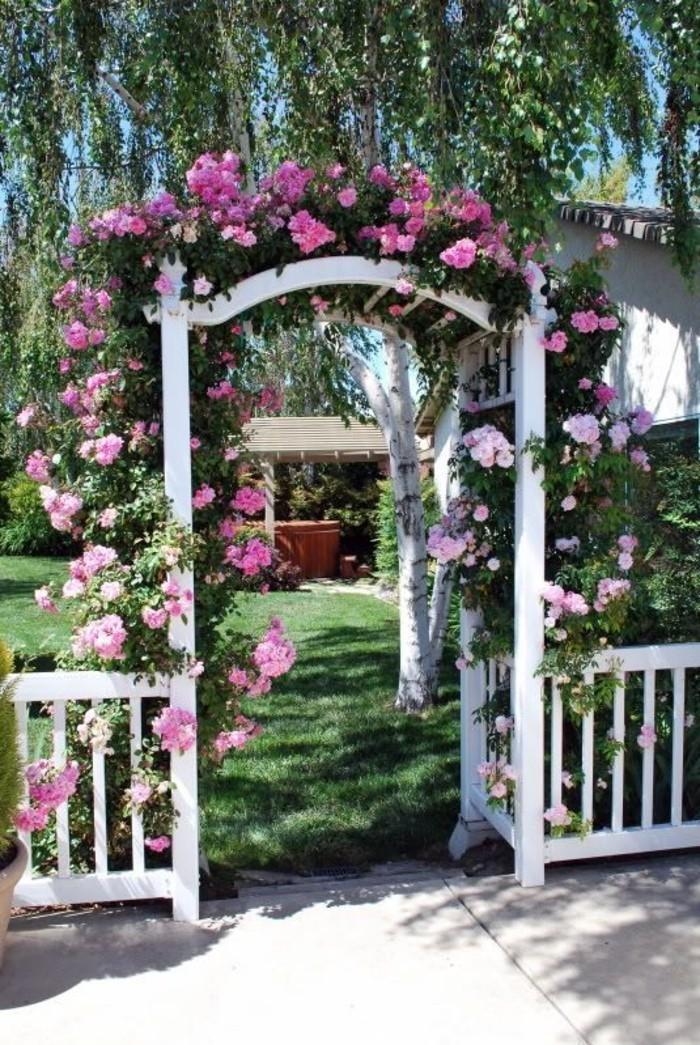 pergola-Gartentor-mit-rosenbogen