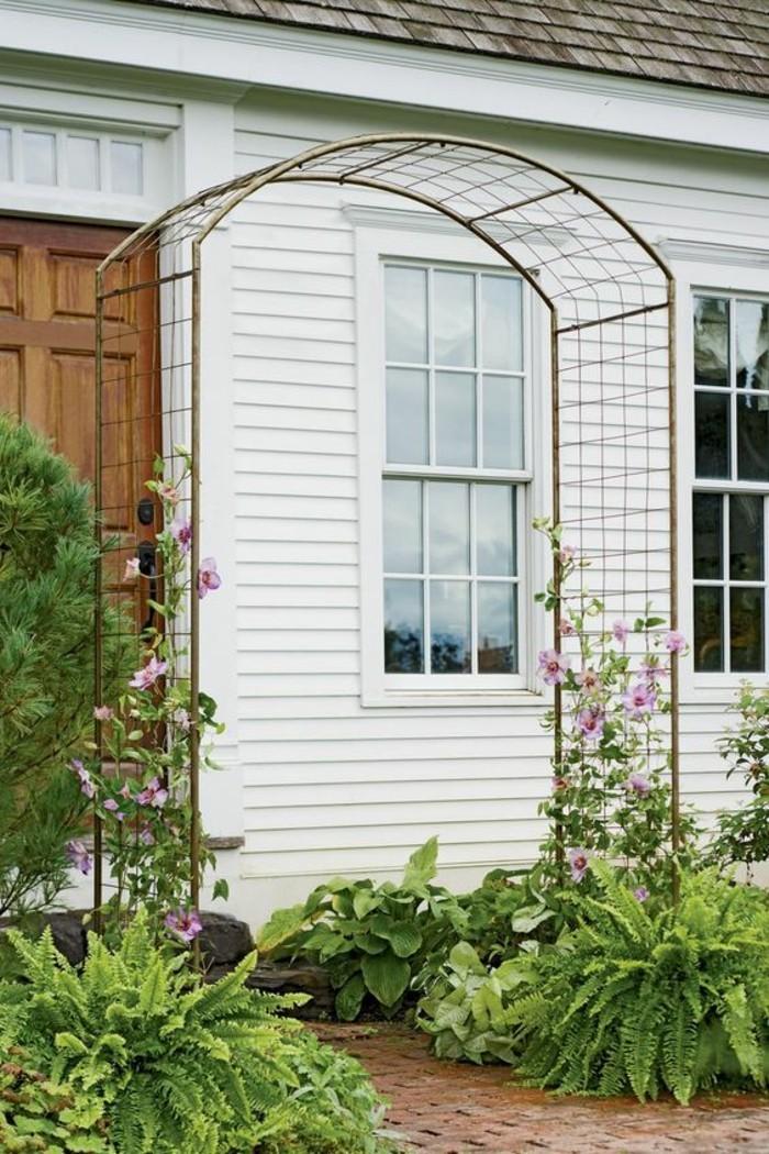 Rosenbogen Holz Hagebaumarkt ~ rosenbogen holz und kletterpflanzen schöne blüten im vorgarten