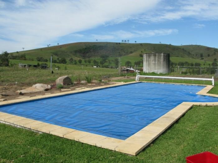 poolabdeckung-für-ihren-pool-eine-blaue-winterplane-kaufen