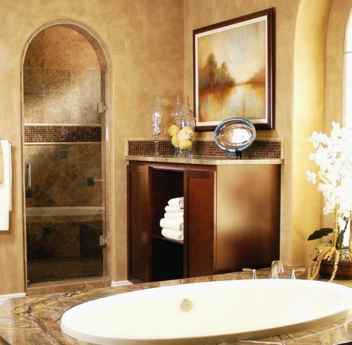 schönes-mediterranes-badezimmer-ovale-badewanne