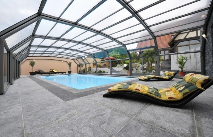 schwimmbadüberdachung-die-hohen-schwimmbadüberdachungen-verschönern-jeden-pool