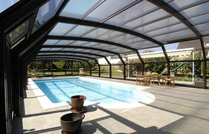 schwimmbadüberdachung-die-kompakten-poolüberdachungen-verschönern-jeden-pool