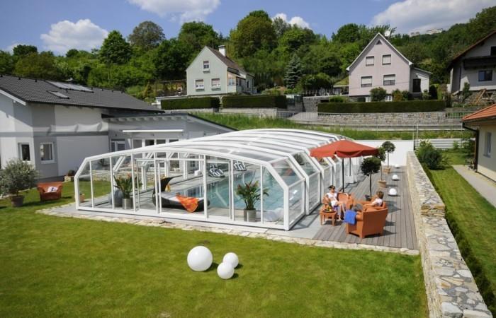 schwimmbadüberdachung-eine-der-kompaktеsten-poolüberdachungen