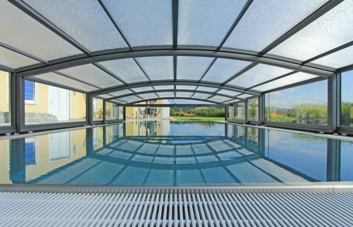schwimmbadüberdachung-eine-der-von-paradiso-ausgearbeiteten-schwimmbadüberdachungen
