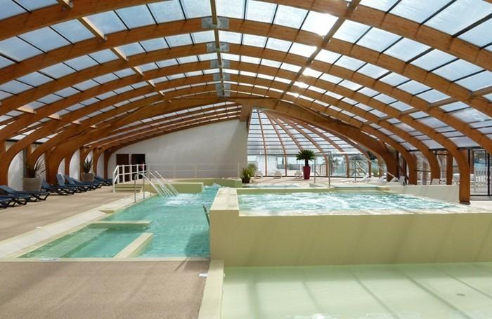 schwimmbadüberdachung-eine-elegante-schwimmbadüberdachung-vom-abrisud