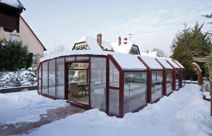 schwimmbadüberdachung-eine-hohe-poolüberdachung-im-winter