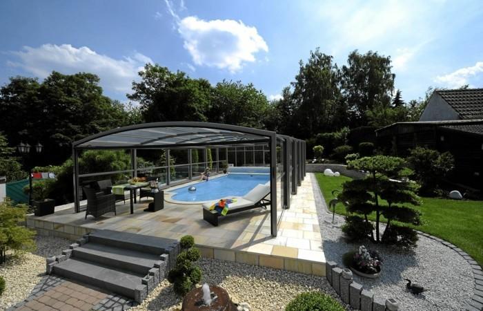 schwimmbadüberdachung-einen-pool-mit-schwimmbadüberdachung-verschünern