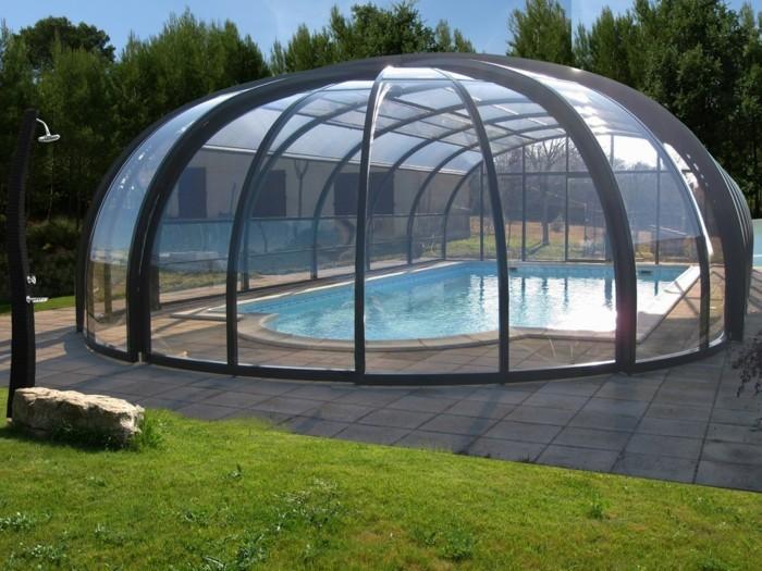 schwimmbadüberdachung-hier-ist-eine-kompakte-schwimmbadüberdachung-von-abrisud