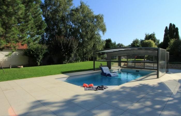 schwimmbadüberdachung-hier-sind-noch-schön-aussehende-mittelhohe-schwimmbadüberdachungen