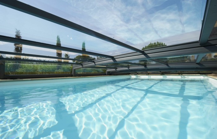 schwimmbadüberdachung-noch-eine-ausgefallene-niederüberdachung