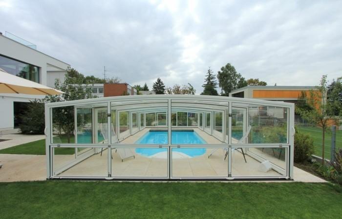 schwimmbadüberdachung-solche-poolüberdachungen-verschönern-den-garten
