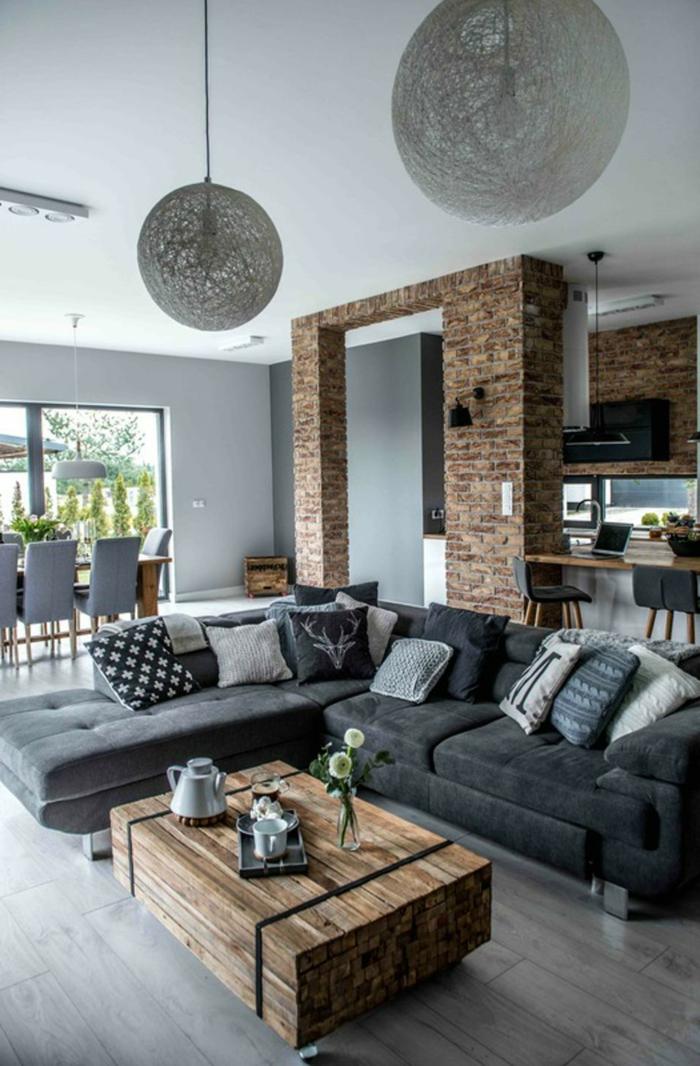 Inneneinrichtung mit industrial chic Motive, Backsteinwand, Holztisch, moderne Wohnzimmermöbel