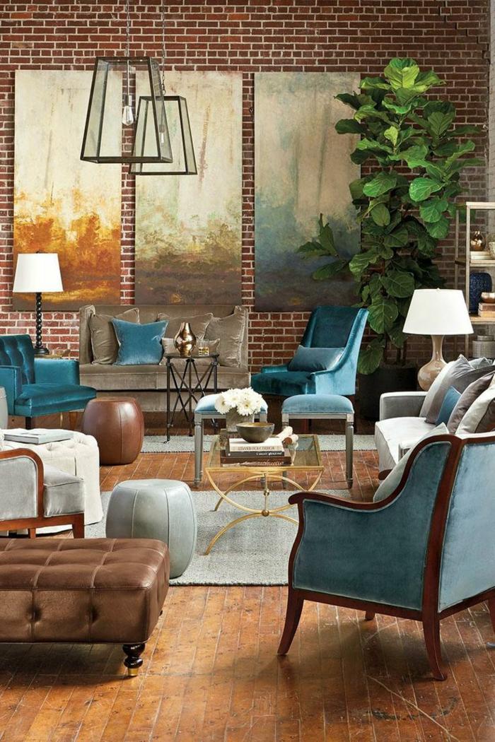 Einrichtung im industrial chic Stil mit blauen Sessel, Backsteinwand, Holzboden, Wohnzimmer ideen modern, große Pflanze