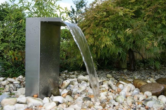 Wasserfall Im Garten Noche Einen Kleinen Wasserfall Im