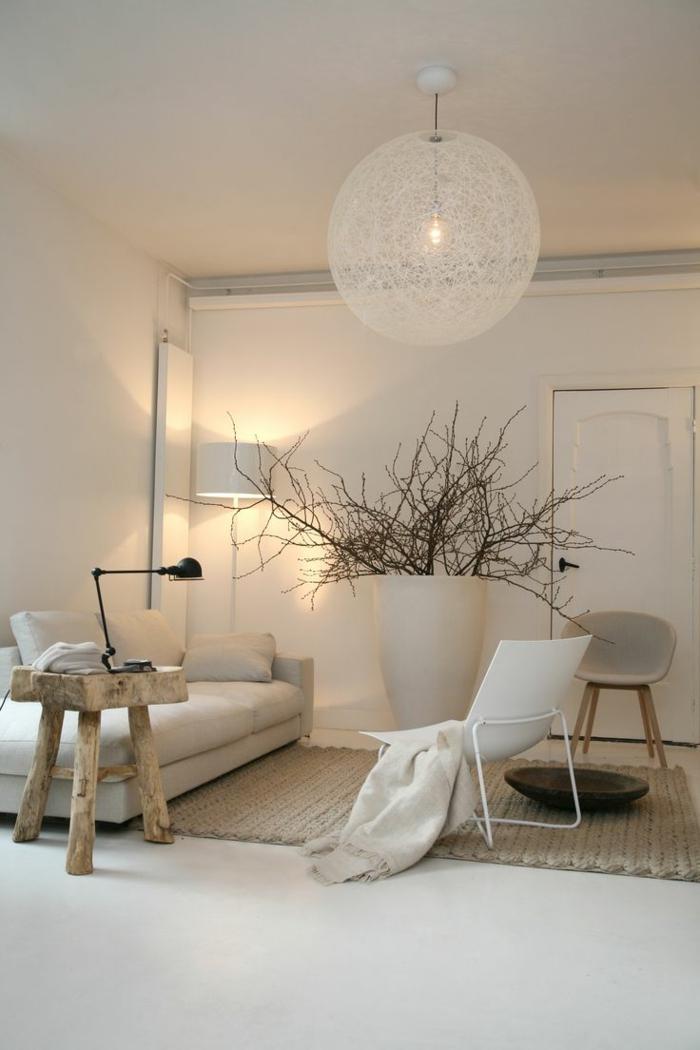 Einrichtung im minimalistischen Stil, monochromatische Farben, Holztisch, Wohnzimmer einrichten Beispiele