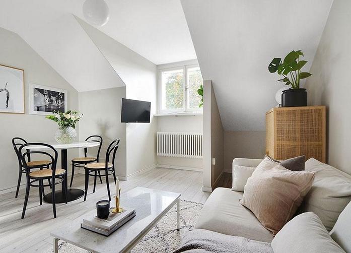 1 zimmer wohnung einrichten 30 qm kleine räume einrichten sofa weiß esstisch rund stühle fernseher aufhängen