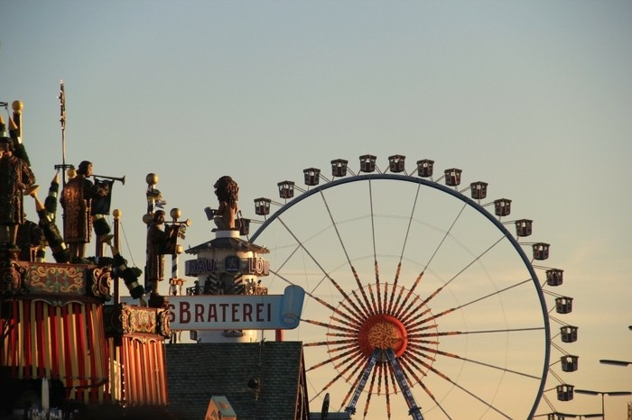 Bilder-Oktoberfest-am-Sonnenuntergang