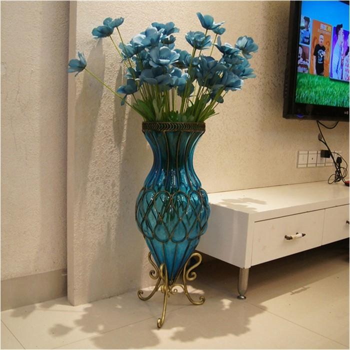 Blumenvasen-Deko-eine-große-blaue-Vase