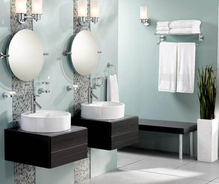 Bodenvasen-Glas-in-dem-Badezimmer