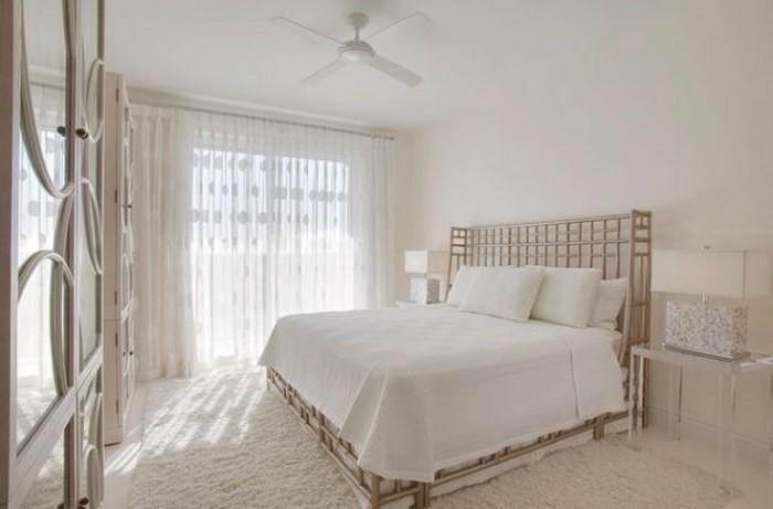 Farben-fürs-Schlafzimmer-Weiß-Eine-außergewöhnliche-Deko (Copy)
