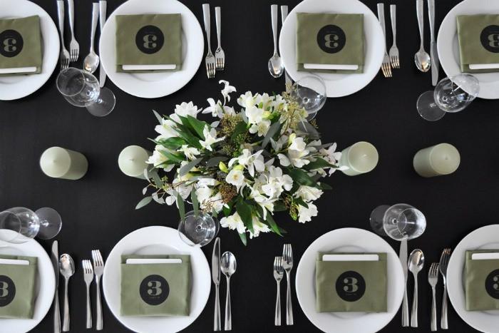 Festliche-Serviettenformen-mit-dem-Nummer-von-Tisch