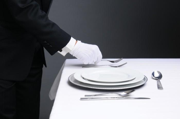 Festlicher-Tisch-ist-ganz-stilvoll