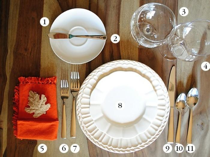 Festlicher-Tisch-nomeriert-zum-Eindecken